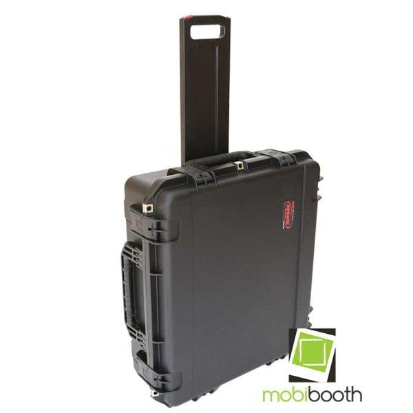 Tow handle travel case