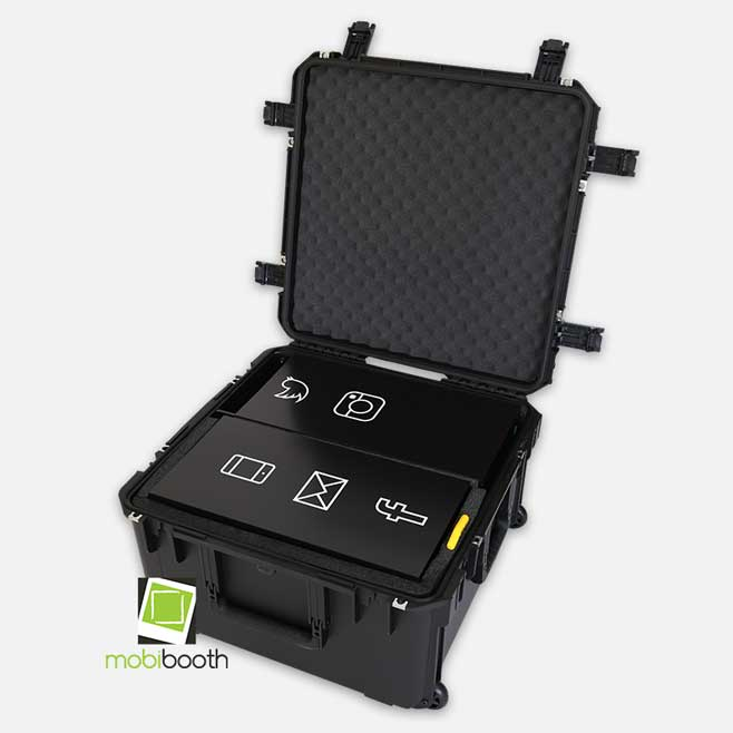Aura rolling case by SKB